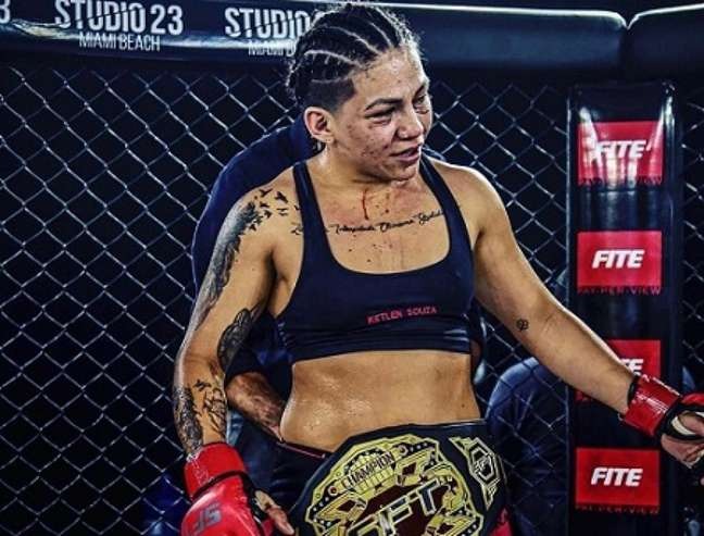 Ketlen Esquentadinha é a nova campeã peso-galo do SFT MMA (Foto: Divulgação SFT)