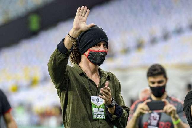 David Luiz foi apresentado à torcida do Flamengo na vitória sobre o Grêmio Paula Reis CRF