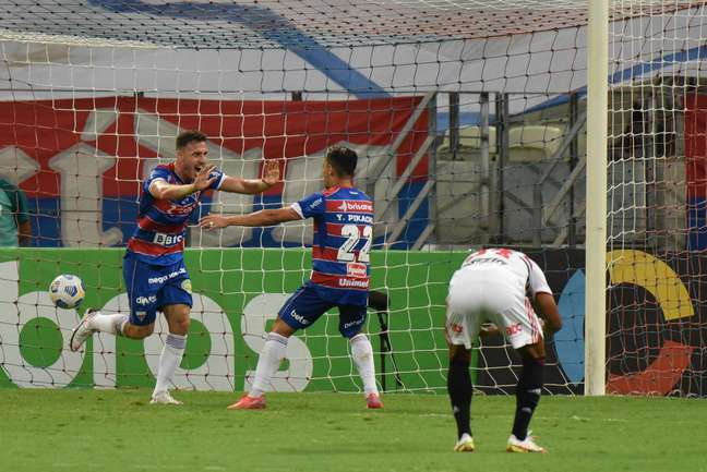Fortaleza faz 3 no São Paulo e vai á semi da Copa do Brasil