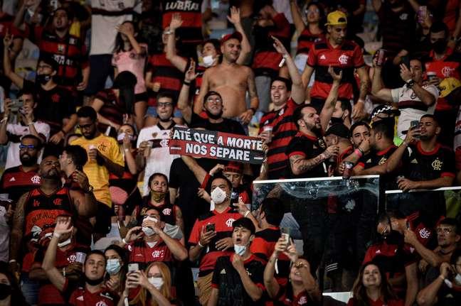 Muitos torcedores do Flamengo não utilizaram máscara no duelo contra o Grêmio