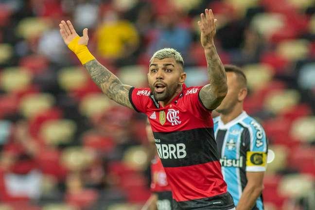 Gabigol reclama de lance no duelo contra o Grêmio na Copa do Brasil