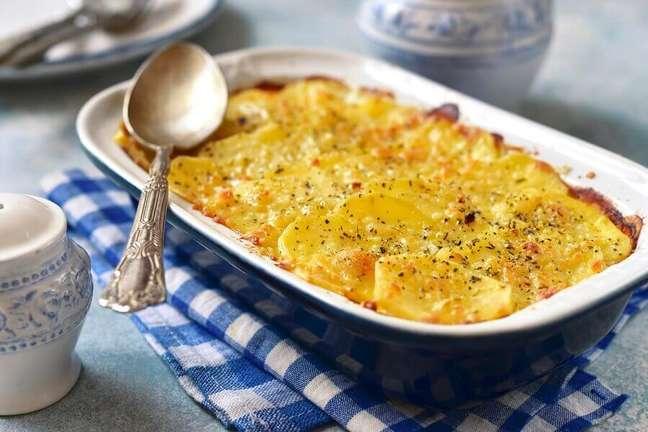 5. Receita fácil de batata gratinada com queijo – Foto: iStock