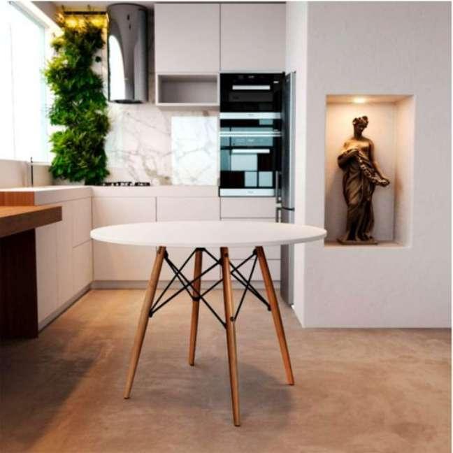 14. Cozinha com mesa eiffel branca – Foto Madeira Madeira