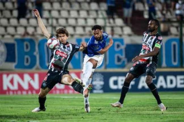 O time celeste reclamou muito da arbitragem de Rodrigo Dalonso-(Foto: Bruno Haddad / Cruzeiro)