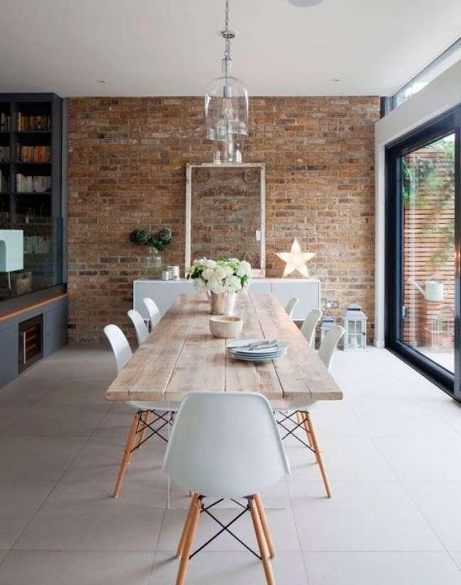 4. Sala de jantar com mesa eiffel de madeira para 8 lugares -Foto Iaza