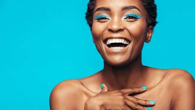 Delineadores coloridos são a tendência de beleza para as próximas estações