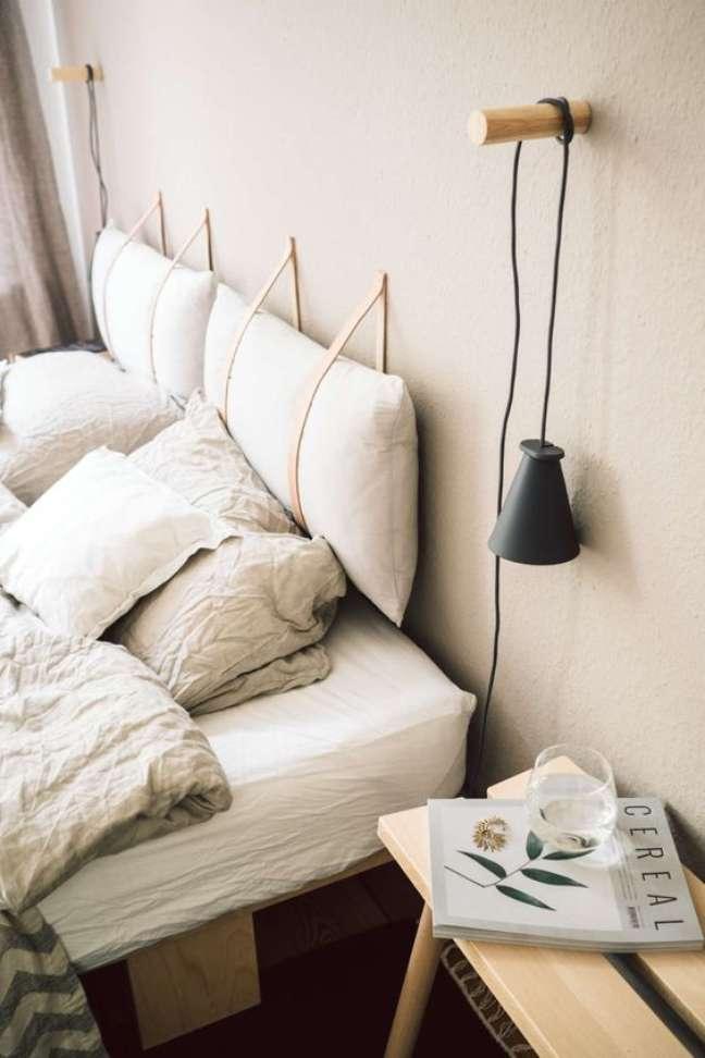 6. Almofada de cabeceira no quarto – Foto Paulsvera