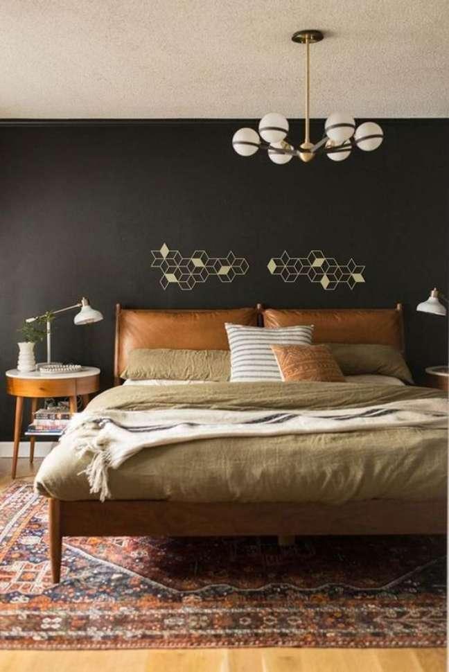 7. Almofada de cabeceira de couro caramelo no quarto de casal chique – Foto Etsy