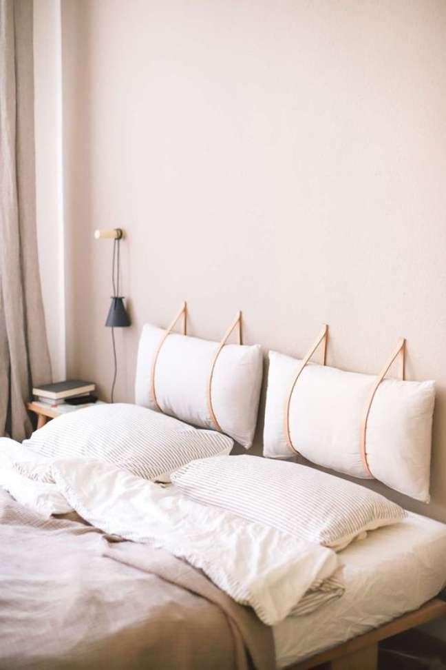 40. Almofada de cabeceira branca no quarto aconchegante -Foto Apartamento 203
