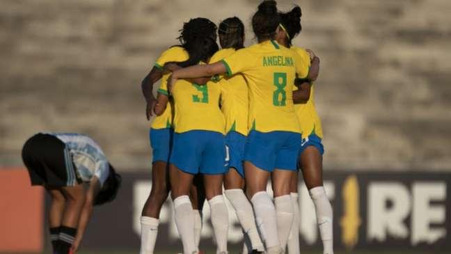 Brasileiras comemoram gol na vitória sobre a Argentina em Campina Grande (Talita Gouvêa/CBF)