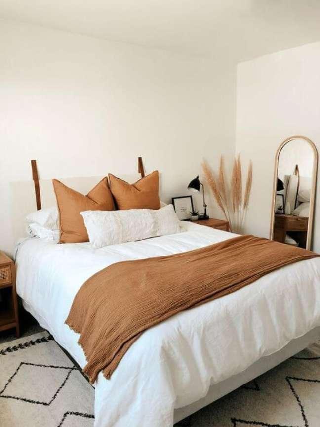 11. Almofada de cabeceira no quarto bogo chique – Foto The Orange Home