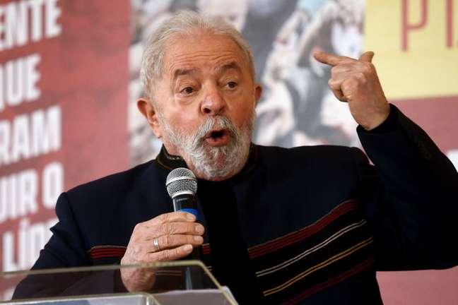 Ex-presidente Luiz Inácio Lula da Silva discursa em evento em São Paulo 12/08/2021 REUTERS/Carla Carniel