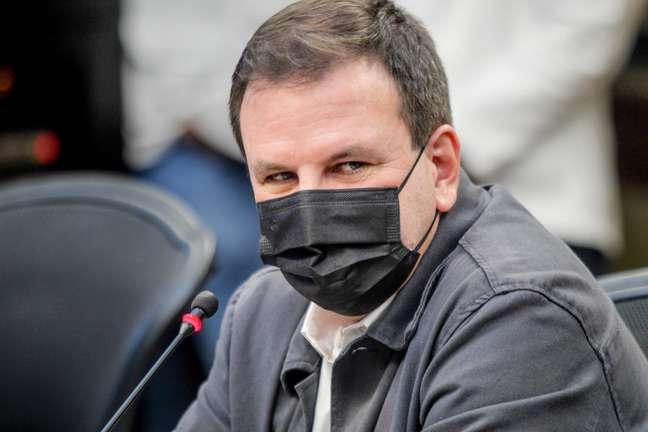 O prefeito do Rio de Janeiro (RJ), Eduardo Paes, acompanha a divulgação do 37º Boletim Epidemiológico da covid-19