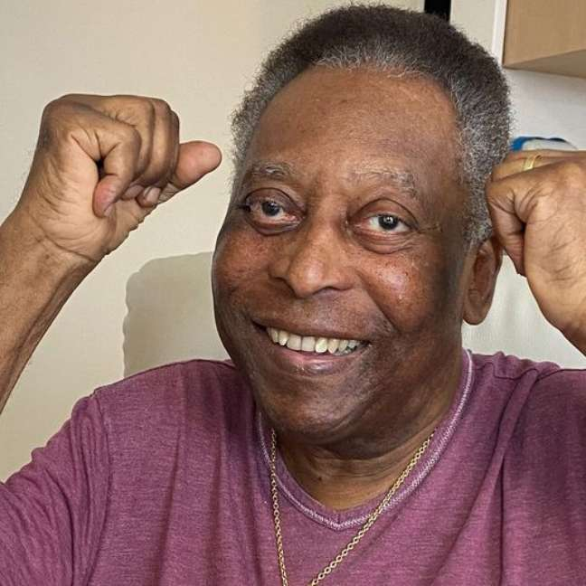 Pelé continua internado em hospital em São Paulo, onde precisou voltar para a UTI e depois retornou para o quarto