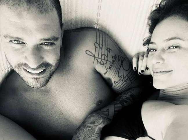 O sambistaDiogo Nogueira e a atriz Paolla Oliveira