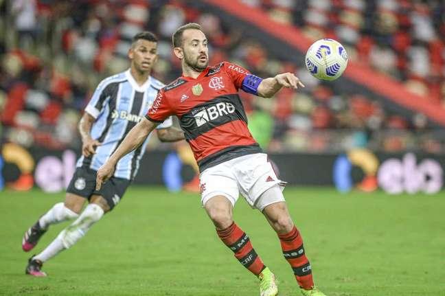 Decisivo na Seleção, Everton Ribeiro repete a dose no Flamengo (Foto: Marcelo Cortes/Flamengo)