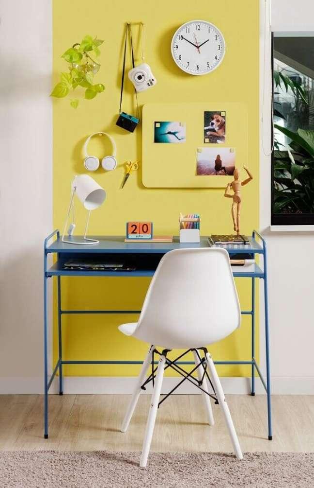 4. Escrivaninhas coloridas são ideais para um visual moderno e jovem – Foto: Tok&Stok