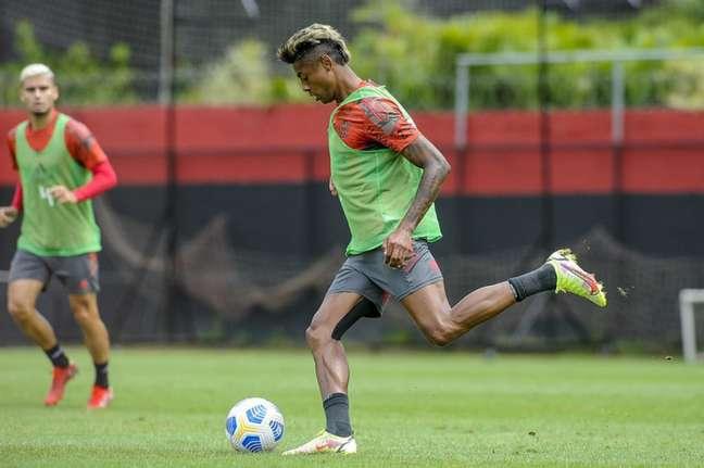 O atacante Bruno Henrique durante atividade do Flamengo nesta sexta-feira (Foto: Marcelo Cortes/Flamengo)