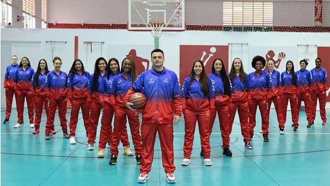 A equipe do Bradesco Esportes, de São Paulo, está na Conferência Heleninha do Brasileirão da CBB