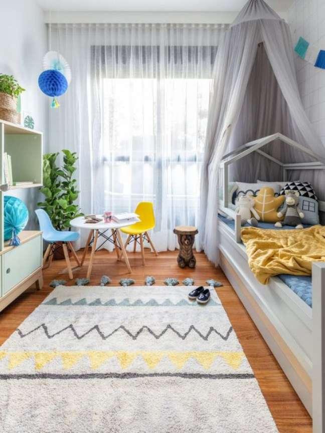 9. Quarto infantil com mesa eiffel e cadeira colorida – Foto Mimoo Toys