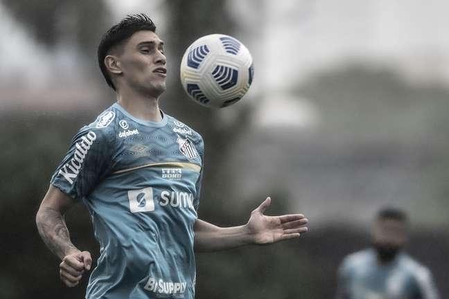 Emiliano Velázquez deverá fazer a sua estreia com a camisa do Santos neste sábado