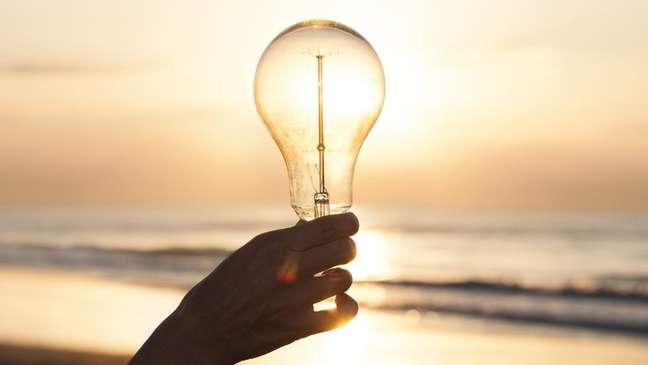 O maior aproveitamento da luz natural é justamente o objetivo do horário de verão