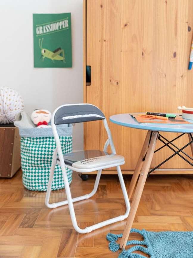 27. Mesa eiffel pequena para quarto infantil – Foto Mimoo toys
