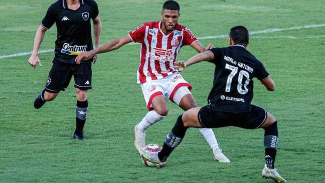 Náutico venceu o Bota nos Aflitos (Foto: Wilson Castro/W9 Press/LancePress!)