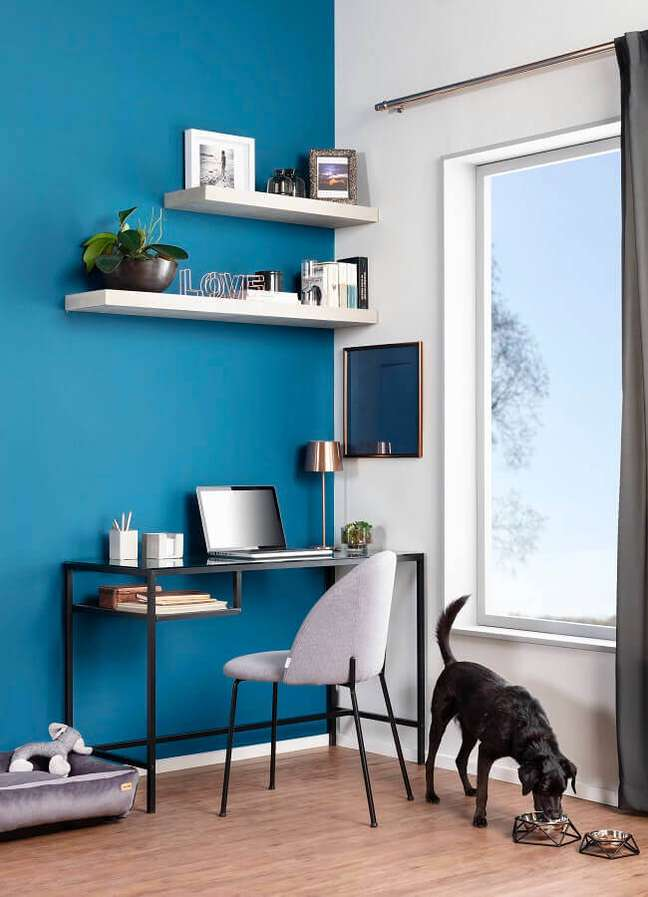 5. Aproveite espaços livres da mesa para organizar documentos – Foto: Tok&Stok