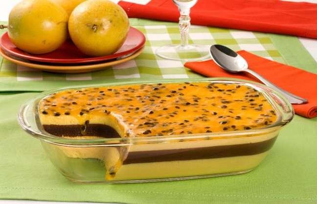 Guia da Cozinha - Sobremesa deliciosa de mousse de maracujá com creme trufado
