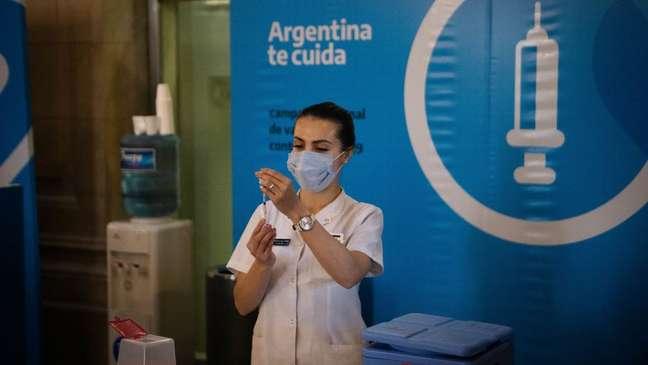 Nos últimos meses, os países sul-americanos avançaram na vacinação
