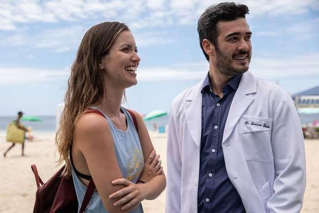 Nathalia Dill e Marcos Veras em cena de 'Um Casal Inseparável'