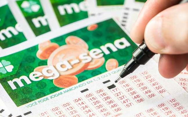 Tenha uma forcinha do Universo para realizar o sonho de ganhar na loteria - Shutterstock.