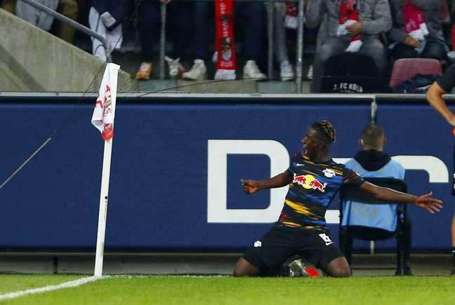 Amadou Haidara comemora após marcar o gol que garantiu o empate ao RB Leipzig