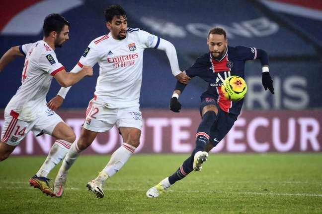 Lyon surpreendeu e venceu o PSG por 1 a 0 na sua última visita ao Parque dos Príncipes (Foto:  FRANCK FIFE / AFP)