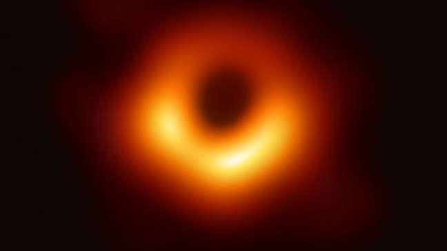 Esta foi a primeira imagem da M87, que também foi a primeira imagem de um buraco negro