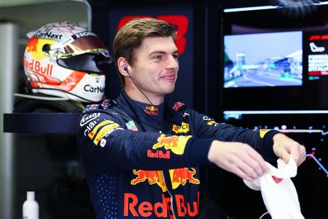 Max Verstappen dificultou a vida de Pierre Gasly