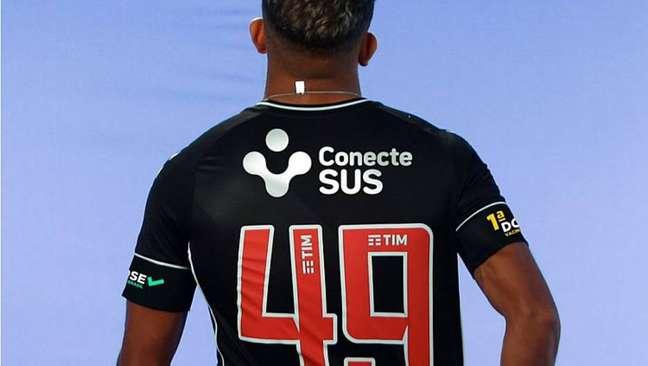 Contra o Cruzeiro, Vasco usa camisa para conscientização da vacinação contra a covid-19.