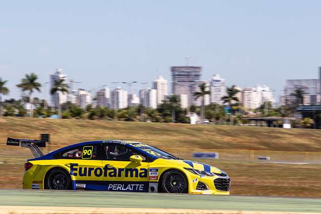 Ricardo Maurício é o pole da nona etapa da Stock Car