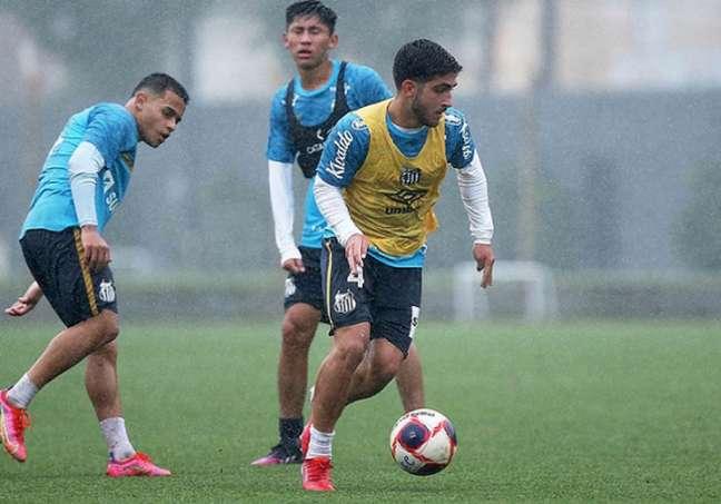Lacava se destacou nos treinos e pode ganhar chance com Carille (Pedro Ernesto Guerra Azevedo/Santos FC)