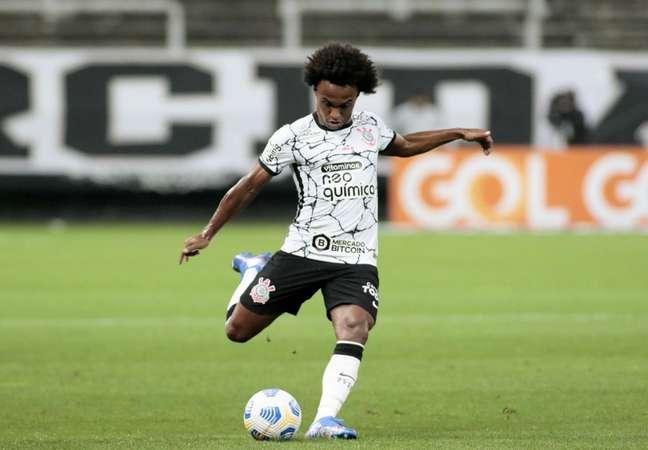 Willian durante a sua reestreia com a camisa do Corinthians neste domingo