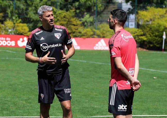 Calleri está à disposição de Crespo para encarar o Atlético-GO (Foto: Rubens Chiri / saopaulofc)