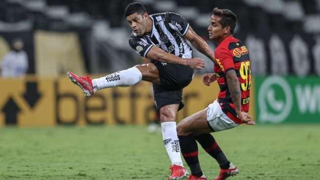 O papai do dia, Hulk, deixou o gol dele em cima do Leão, ajudando o Galo a manter a Liderança do Brasileirão-(Pedro Souza / Atletico MG)