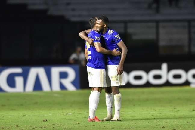 Ramon comemora após marcar o gol que garantiu empate ao Cruzeiro aos 49 minutos do segundo tempo
