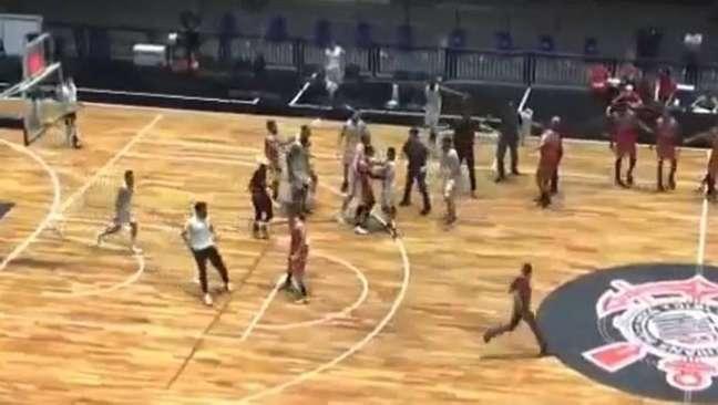 Briga encerra jogo entre Liga Sorocabana e Osasco