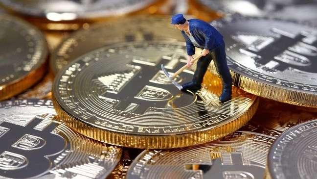Os 'mineradores' de bitcoin estão procurando urgentemente um novo local para se estabelecer, após proibições da China