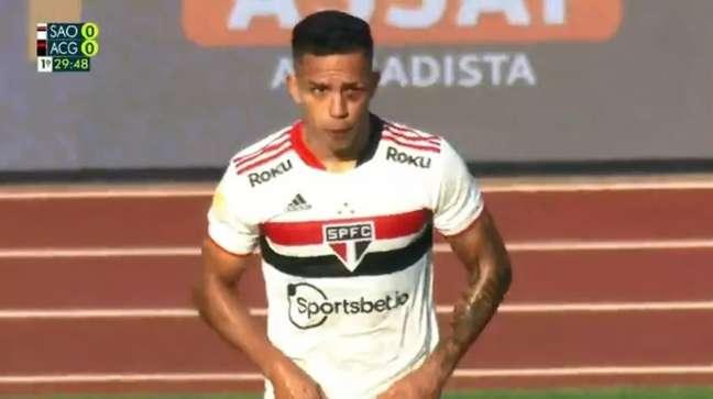 Igor Vinícius levou uma pancada e saiu de olho roxo (Foto: Reprodução/TV Globo(