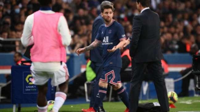 Messi ficou na bronca ao ser substituído (FOTO: FRANCK FIFE / AFP)
