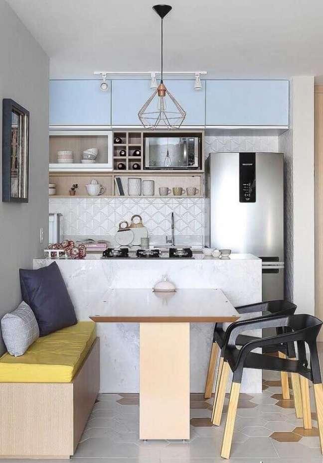 56. Revestimento 3D para casa com sala e cozinha americana pequena – Foto: Decor Fácil