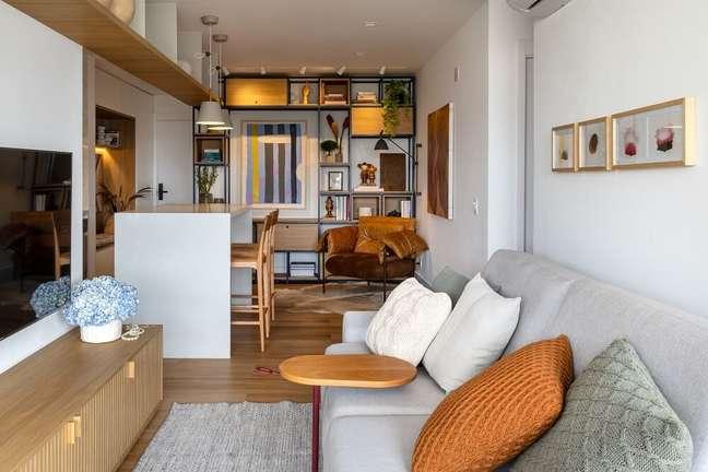 3. A integração de ambientes imprime um lar aconchegante e confortável para receber as visitas. Foto: André Nazareth